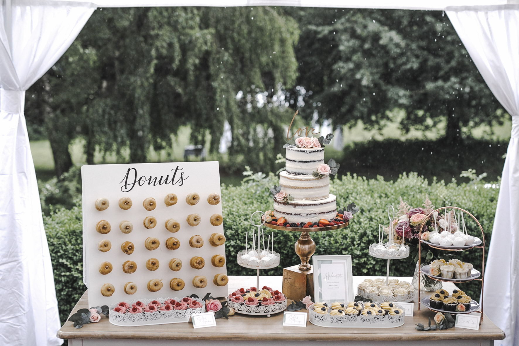 Regen Hochzeit Glanzmomente Sweet Table